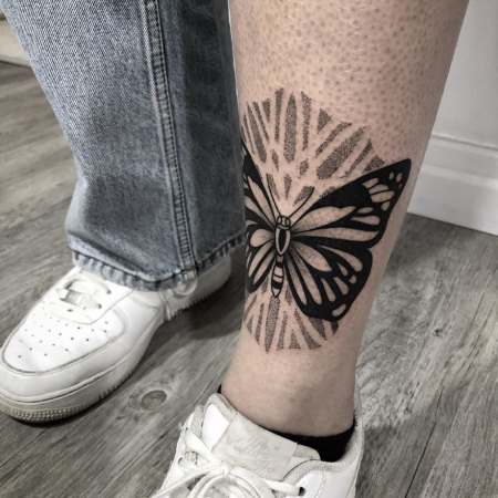 schmetterling blacktattoo paztattoo wiesbaden.png